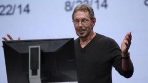 Oracle's Executive Chairman of the Board and Chief Technology Officer Larry Ellison gestures while giving a demonstration during his keynote address at Oracle OpenWorld in San Francisco, California September 30, 2014. REUTERS/Robert Galbraith (UNITED STATES - Tags: BUSINESS SCIENCE TECHNOLOGY)