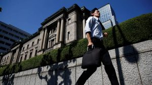 A man runs past the Bank of Japan (BOJ) building in Tokyo, Japan, July 29, 2016.   REUTERS/Kim Kyung-Hoon